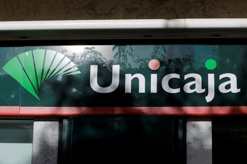© Reuters. FILE PHOTO: The logo of Unicaja bank is seen on the facade of a Unicaja bank branch in downtown Ronda