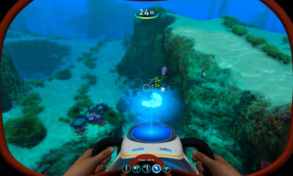 Gameplay on Subnautica with Apple MacBook Pro M1