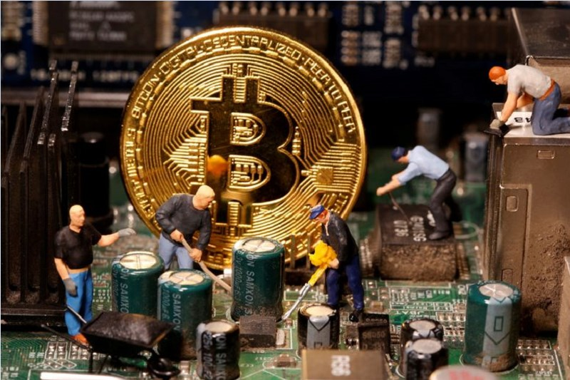 Bitcoin Falls 10.25% In Rout