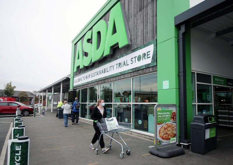 © Reuters. A general view shows the UK supermarket Asda, as the store launches a new sustainability strategy, in Leeds