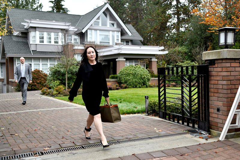 © Reuters. FILE PHOTO: Huawei Technologies Chief Financial Officer Meng Wanzhou leaves her home to attend a court hearing in Vancouver