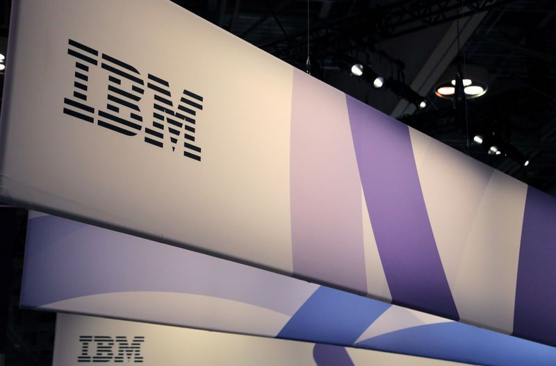 © Reuters. FILE PHOTO: The logo for IBM is seen at the SIBOS banking and financial conference in Toronto