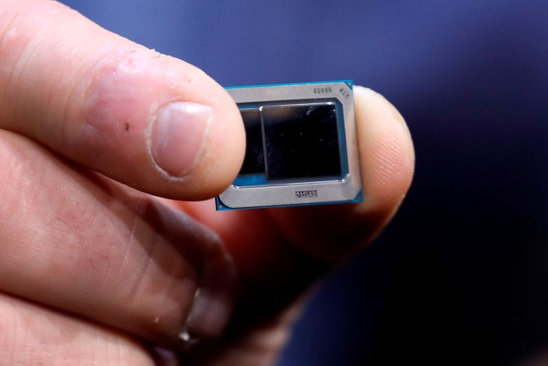 © Reuters. FILE PHOTO:  An Intel Tiger Lake chip is displayed at an Intel news conference during the 2020 CES in Las Vegas