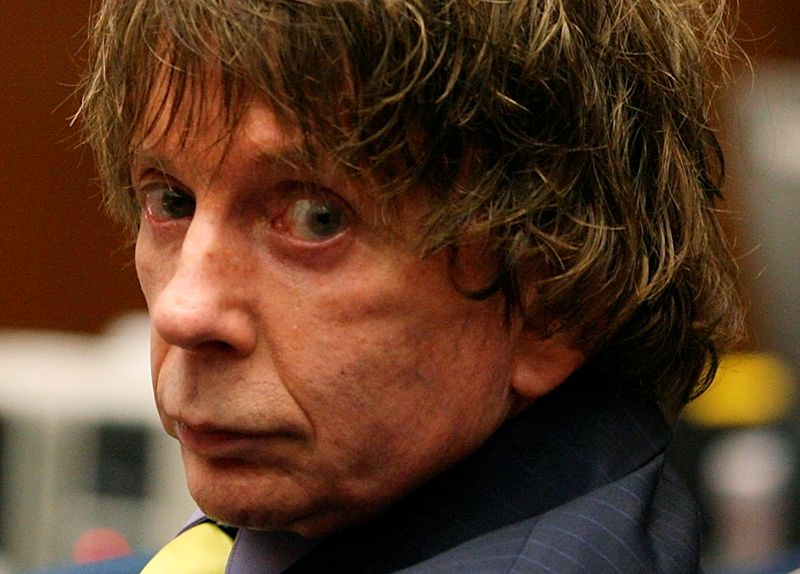 © Reuters. FILE PHOTO: Defendant Phil Spector appears in court during his murder trial in Los Angeles