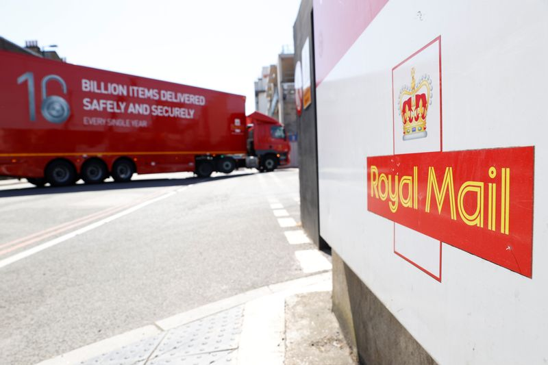 © Reuters. The logo of Royal Mail is seen outside the Mount Pleasant Sorting Office as a delivery vehicle arrives, in London