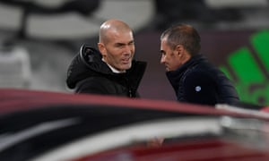 The Real Madrid coach Zinedine Zidane talks with his Athletic Bilbao's counterpart Gaizka Garitano before the sides' encounter last month. Real Madrid won 3-1.