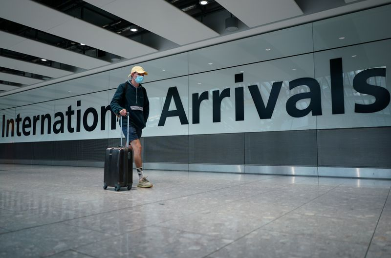 © Reuters. UK airports following new quarantine rules