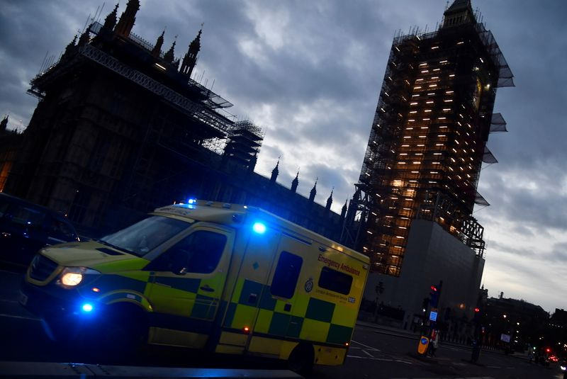 © Reuters. An ambulance passes the Houses of Parliament as it crosses Westminster Bridge, amid the spread of the coronavirus disease (COVID-19) pandemic, in London