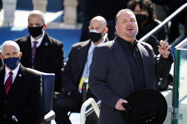Garth Brooks performing at the inauguration.