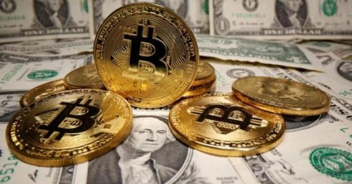 Merry Christmas For Bitcoin Investors As Cryptocurrency Crosses $25,000 Mark- A 240% Rise This Year