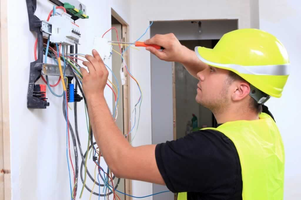 Tips For Hiring an Electrician