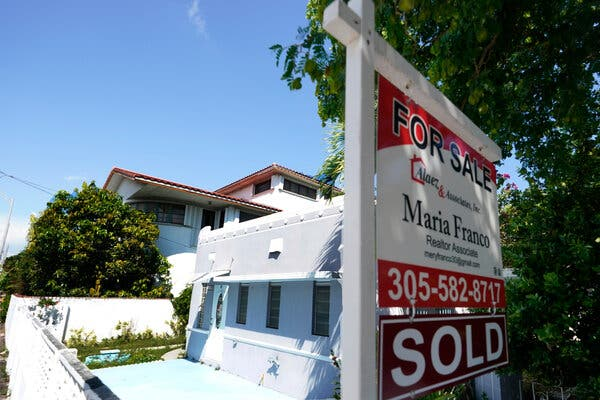 The volume of new mortgages hit a record in the fourth quarter of 2020, according to a report from the Federal Reserve Bank of New York.