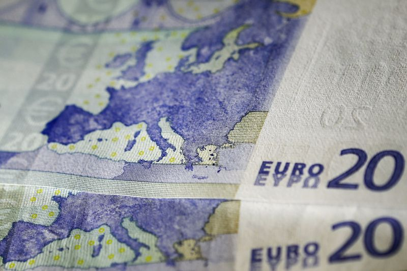 EUR/USD breaches 50DMA to the upside, large option expiries in focus