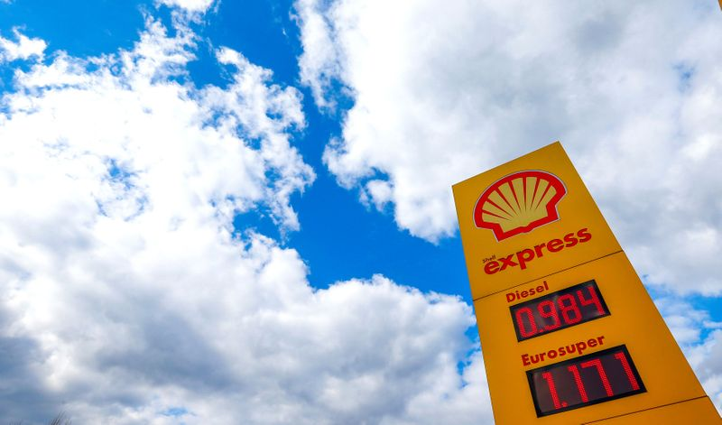 Shell to divest Kaybob assets to Canada's Crescent Point for C$900 million