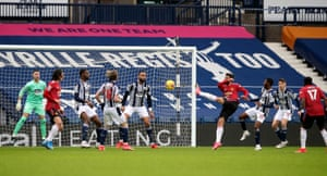 Manchester United's Bruno Fernandes scores their side's first goal.