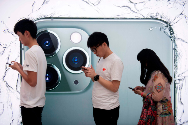 People queue to try out the new iPhone 11 Pro smartphone at an Apple store in Hong Kong on September 20, 2019. (Photo by NICOLAS ASFOURI / AFP)NICOLAS ASFOURI/AFP/Getty Images