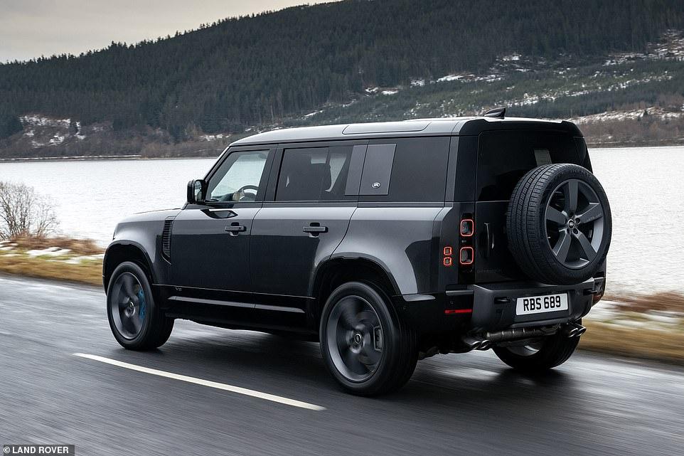 Each version comes with a new Terrain Response system with an additional Dynamic mode to help owners 'exploit the more dynamic character and handling balance of the 525HP model on tarmac and loose surfaces'