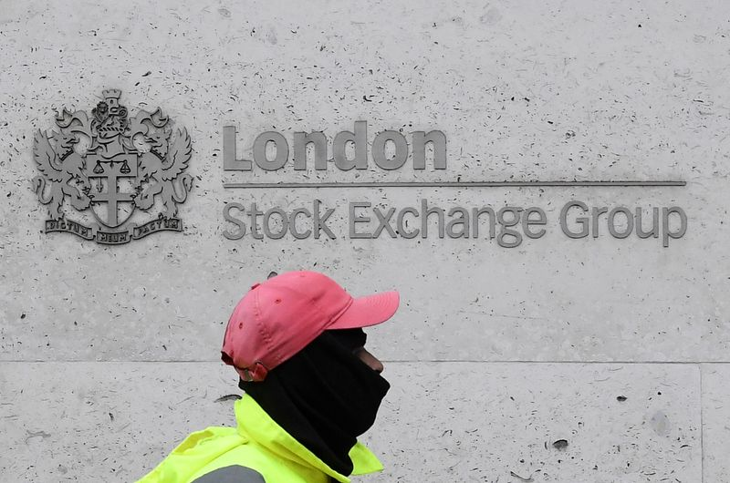 Energy stocks drag FTSE 100; Taylor Wimpey shines