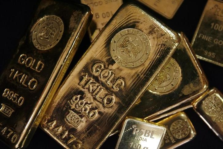 Gold Ends Down in Continued Limbo Under $1,750