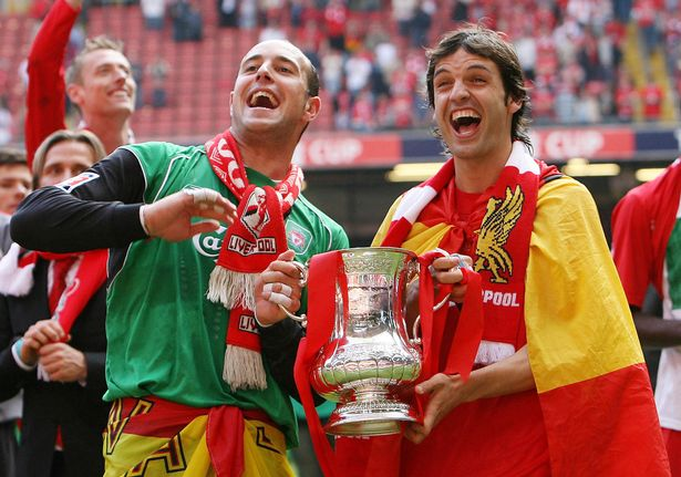 Reina (L) celebrating the 2006 FA Cup final win with ex-teammate Fernando Morientes