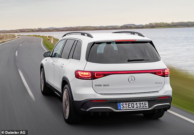 Safety features include extractable head restraints, seat belts with belt tensioners and force limiters on all outer seats and a side window-bag that also covers passengers in the third row