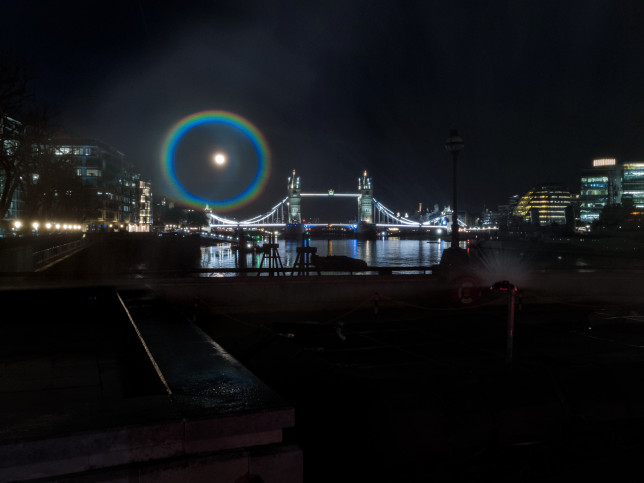 London's artificial moonbow appears over Tower Bridge (Credits: Giacomo Mantovani/OnePlus)