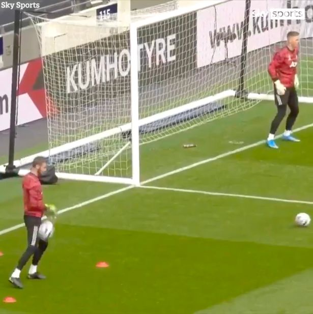 David de Gea was seen fumbling two shots in a goalkeeping drill before Sunday's win over Spurs