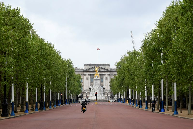 London police arrest man carrying axe on The Mall, no injuries