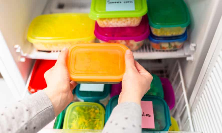 Environmental contamination experts recommend reducing the amount of plastics we use at home.