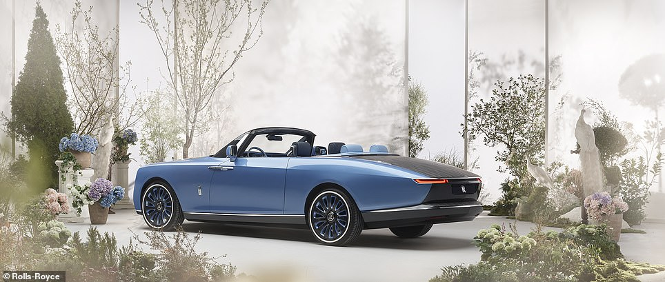 The idea is that owner will drive with it in place from, say, a home in rainy Britain, then remove it for open-topped driving when at a chateau in sunny South of France or Monaco