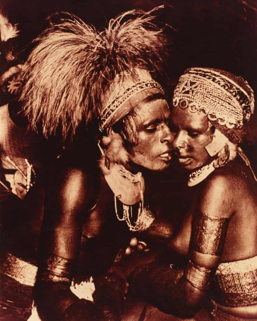 Historical photos from Papua New Guinea deleted by Facebook. Kukim nus 1950