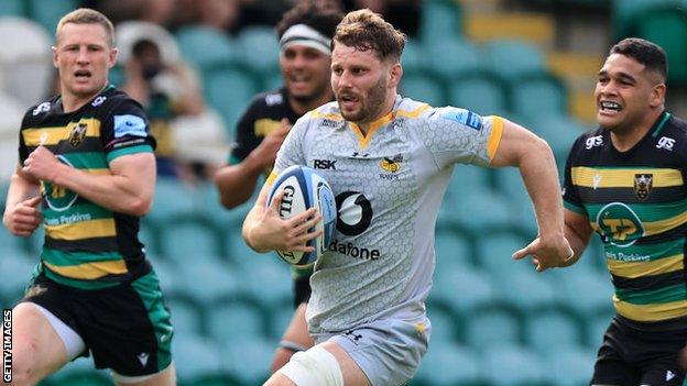 Thomas Young runs with the ball for Wasps