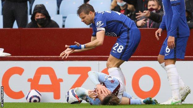 Cesar Azpilicueta after catching Jack Grealish in the face