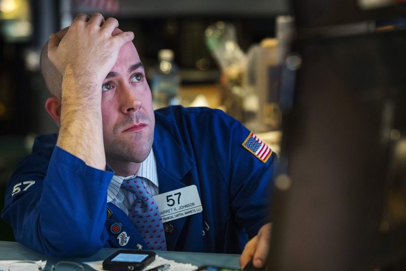Dow Trickles From Record Highs as Investors Back Cyclicals, Dump Tech