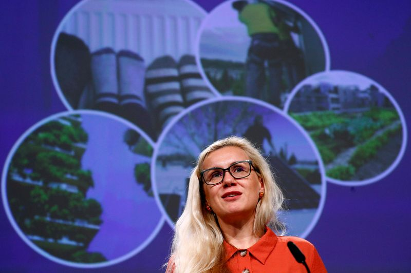 EU to target industry, transport in renewable energy rules, Commission says