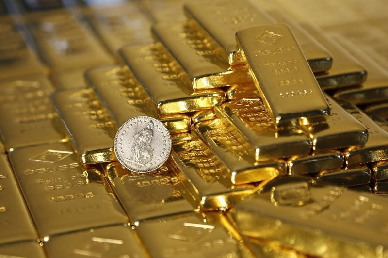 Gold Advances to Three-Month High on Virus Woes, Inflation