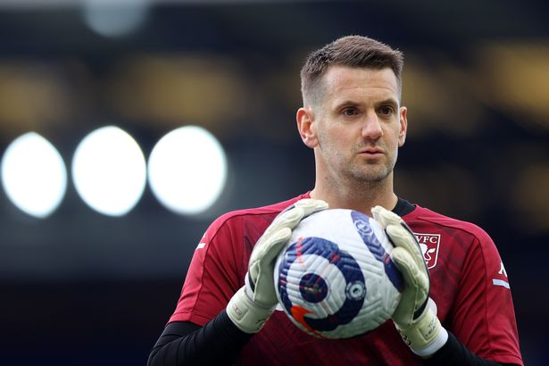 Tom Heaton has agreed to sign for Manchester United when his Aston Villa contract expiresv