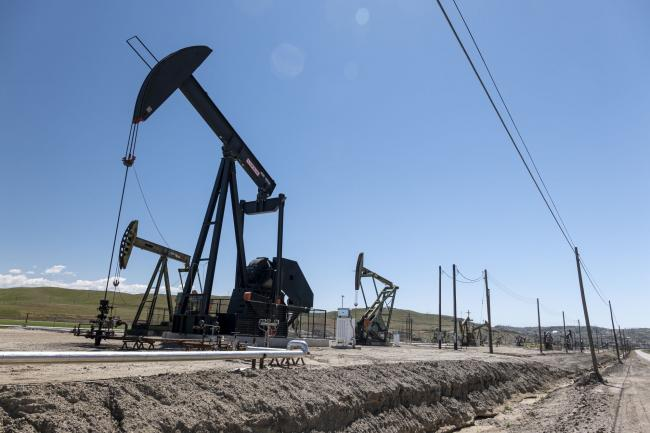 Oil Steadies Near $64 as Market Weighs Demand Against Inflation