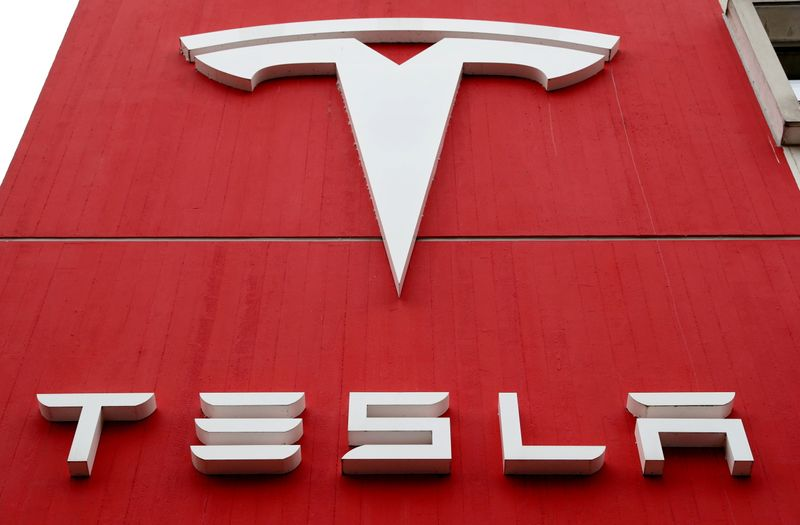 Tesla developing platform to allow car owners in China access data