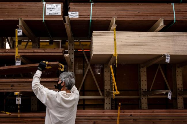 With No Holds Barred, Traders Bid Up Lumber To Fresh Record