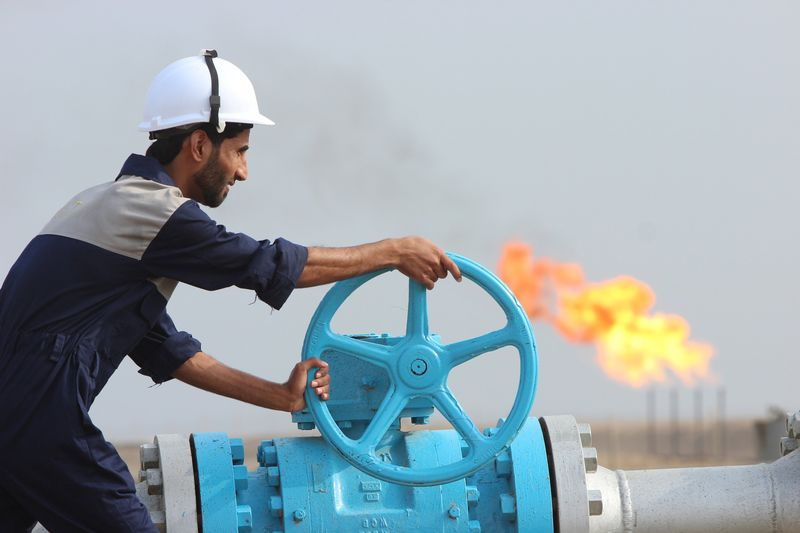 Oil Ekes Out 4th Monthly Gain After U.S. Inventory Beat