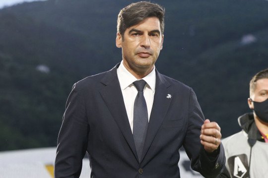 Paulo Fonseca manager of AS Roma looks on during the Serie A match between Spezia Calcio and AS Roma at Stadio Alberto Picco on May 23, 2021 in La Spezia, Italy.