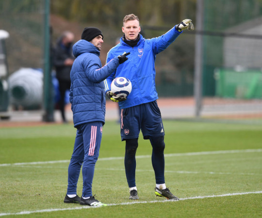 Mikel Arteta and Bernd Leno look on in Arsenal training
