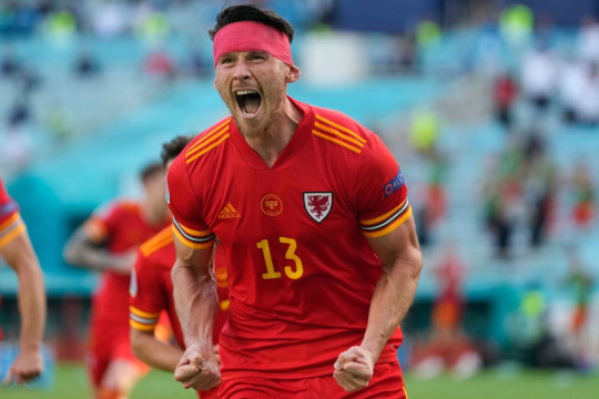 Kieffer Moore celebrates after scoring for Wales against Switzerland