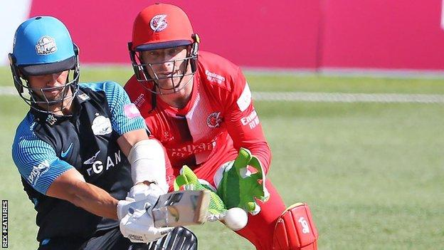 Brett D'Oliveira in action for Worcestershire Rapids