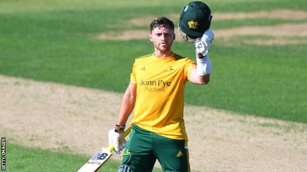 Joe Clarke in action for Notts Outlaws