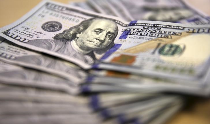Dollar Gains as Fed Points to Rate Hikes in 2023