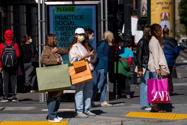 Consumer Confidence in U.S. Unexpectedly Rises for Sixth Month
