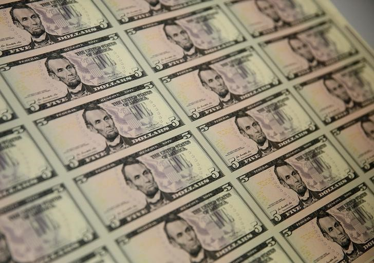 Dollar Climbs to Multi-Month Highs; Covid Prompts Risk Aversion