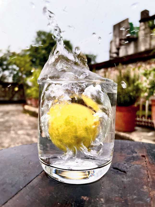 One of the many burst shots taken while dropping a lemon into a glass of water.